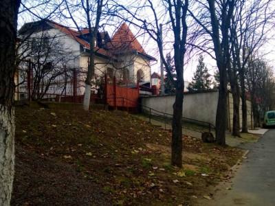 Se vinde căsuță superbă pe strada V. Belinschi lângă parcul Valea Morilor.