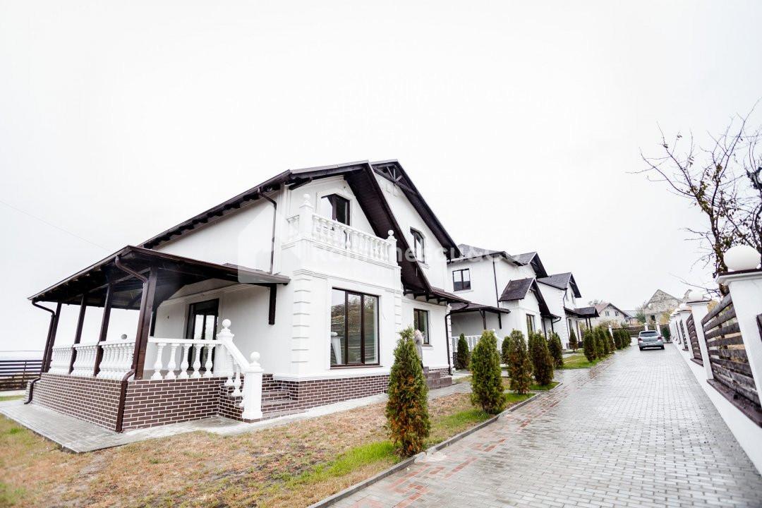 Se vinde casă în Cheltuitori, Posibil în Rate 1