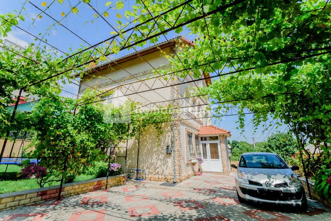 Vinzare casa cu 5 camere in sectorul Botanica, disponibil in rate 1
