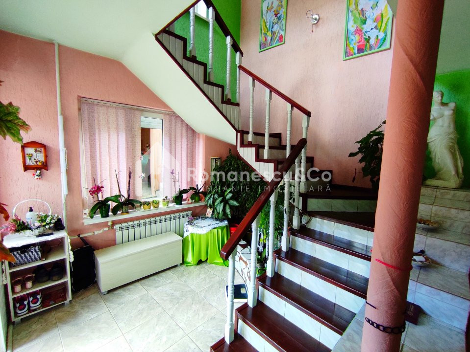 Se vinde casă cu două nivele + teren 2