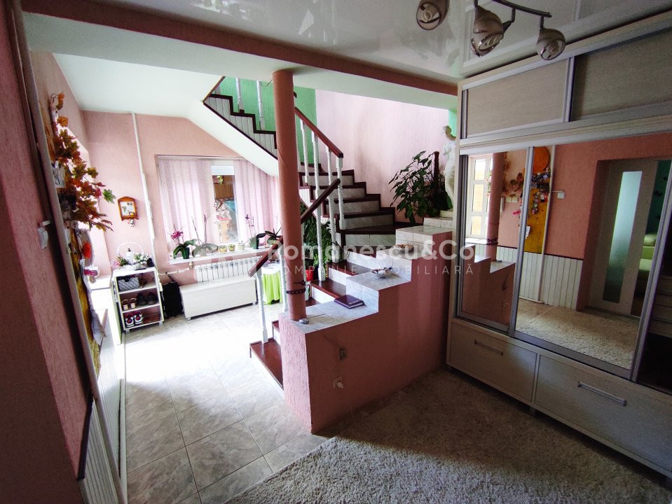 Se vinde casă cu două nivele + teren 3