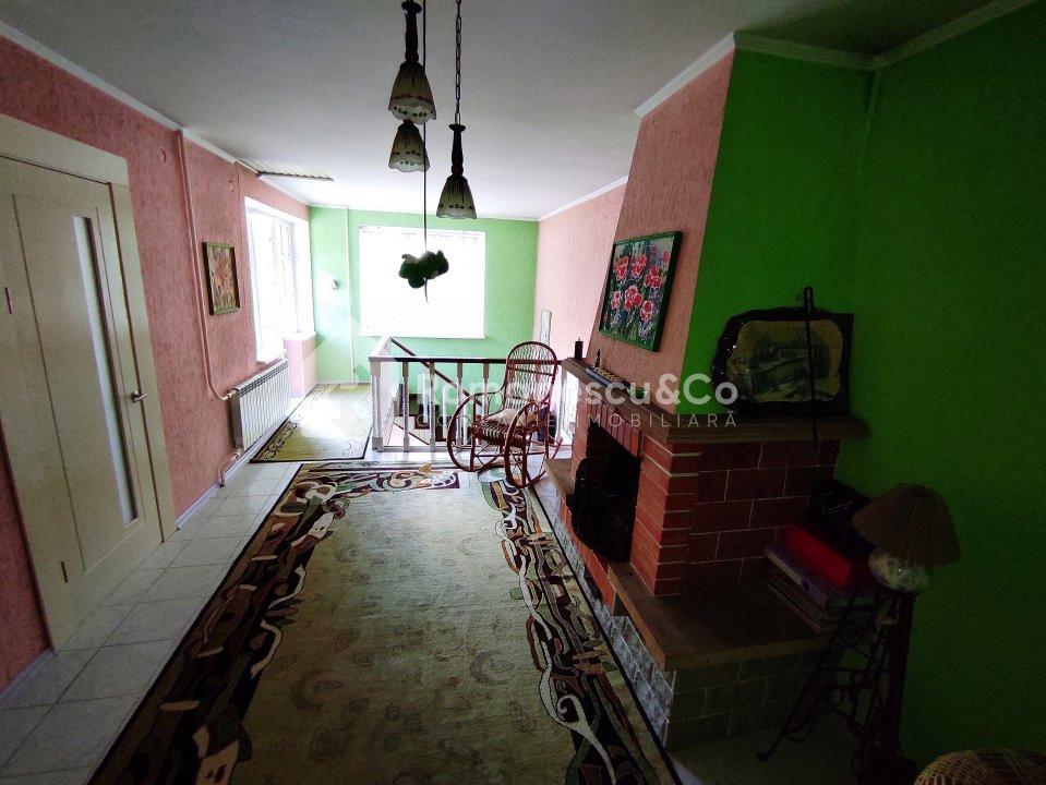 Se vinde casă cu două nivele + teren 14