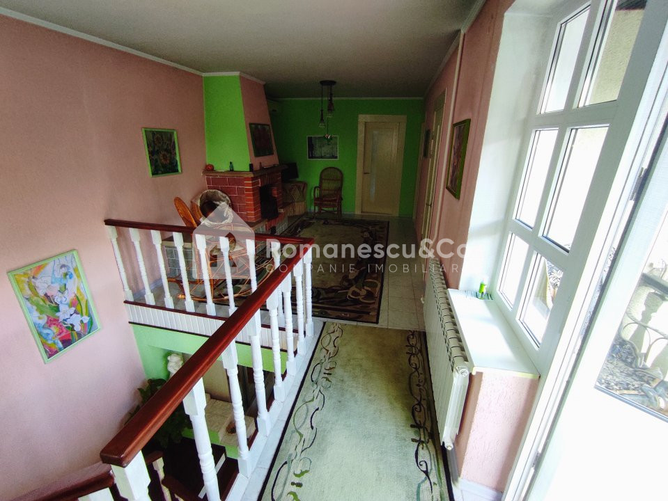 Se vinde casă cu două nivele + teren 15