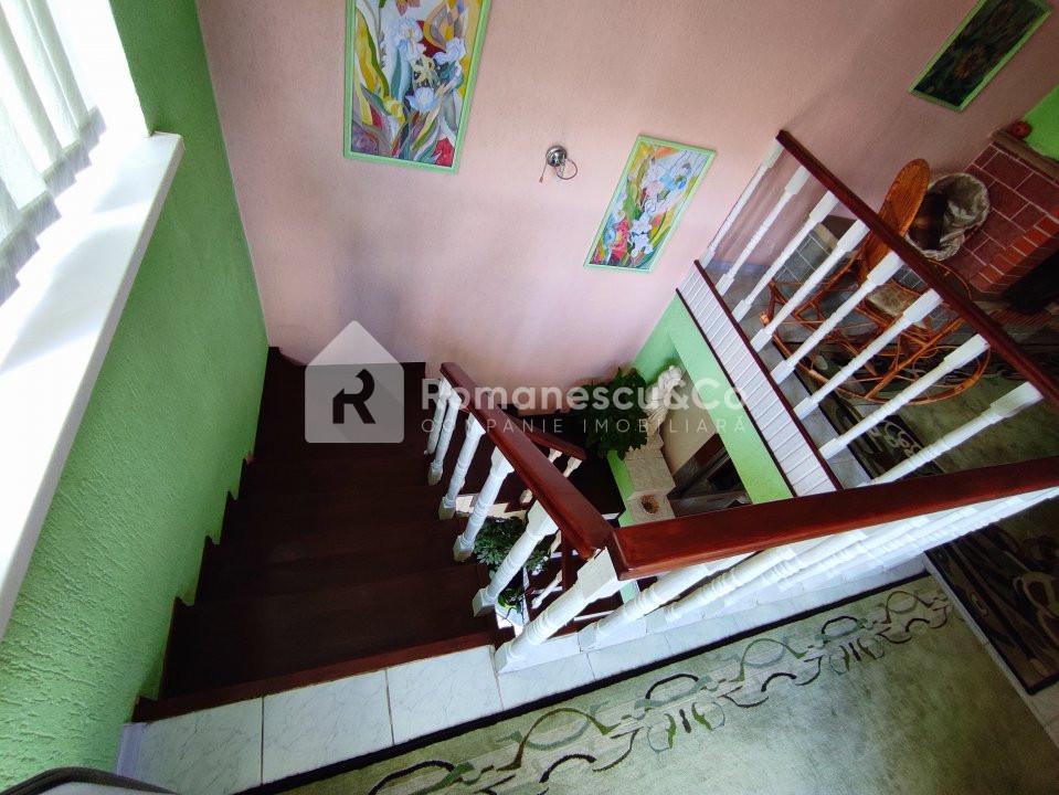 Se vinde casă cu două nivele + teren 16